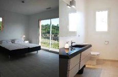Guest rooms and guest bathrooms at Domaine Bois de la Gineste