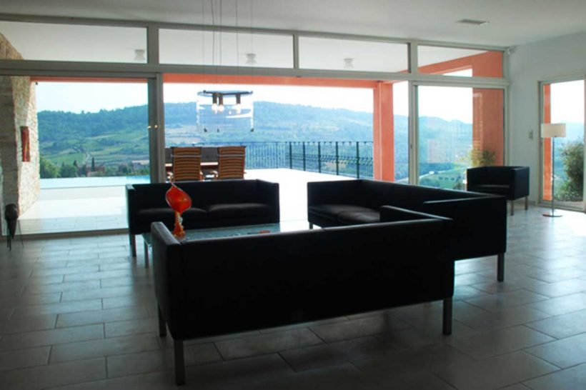Living room with a view over the valley