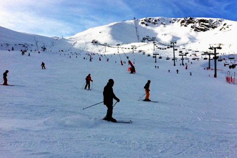 Skiing at the Pyrenean slopes